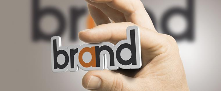 力強いブランドアイデンティティを開発するためのマーケティングガイド