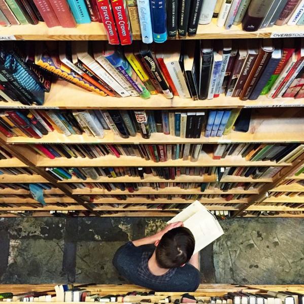 本棚を上から撮った写真
