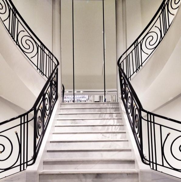 階段のシンメトリー