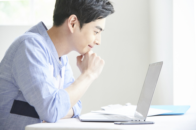 LinkedIn広告の効果的な活用法とは?広告の種類や出稿手順、運用のコツを解説