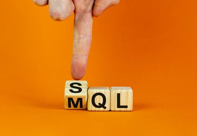 MQLとSQLの違いとは?マーケティング部門と営業部門で起こりがちな課題と対策