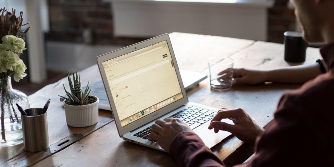 無料か有料どちらがいいの?有料ウェブ ホスティング サービスを利用したほうがよい6つの理由